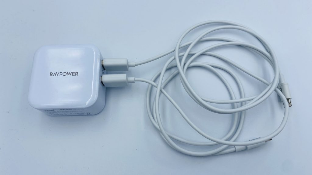 RAVPOWER充電器とANKERケーブルの接続